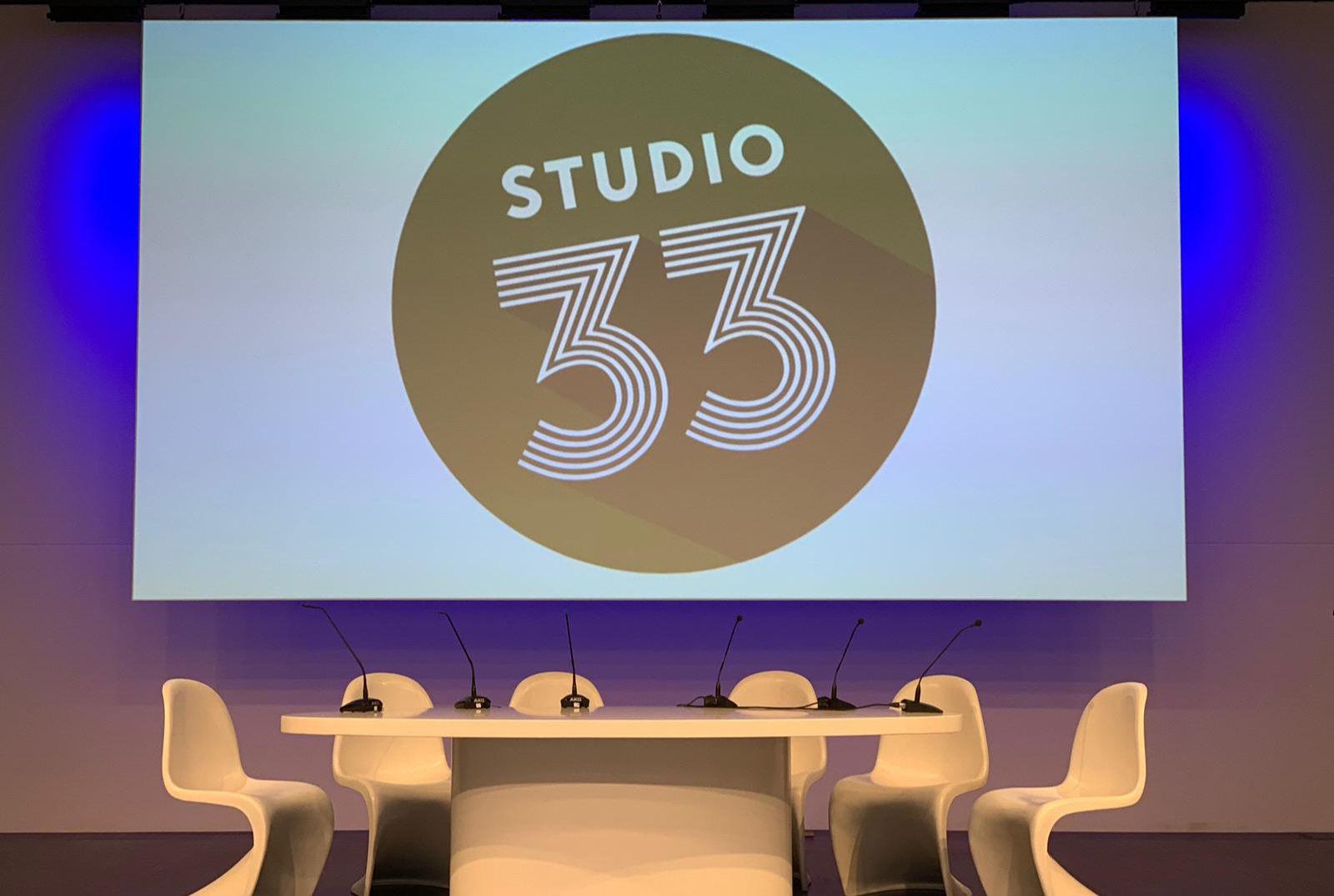 STUDIO33 - Podium